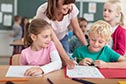 Kinder mit Lehrerin
